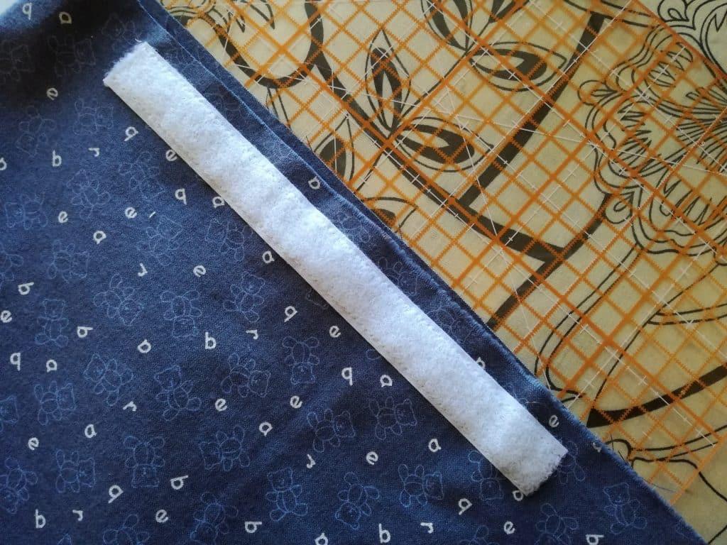 Poche pour couches lavables : pose du velcro au dos