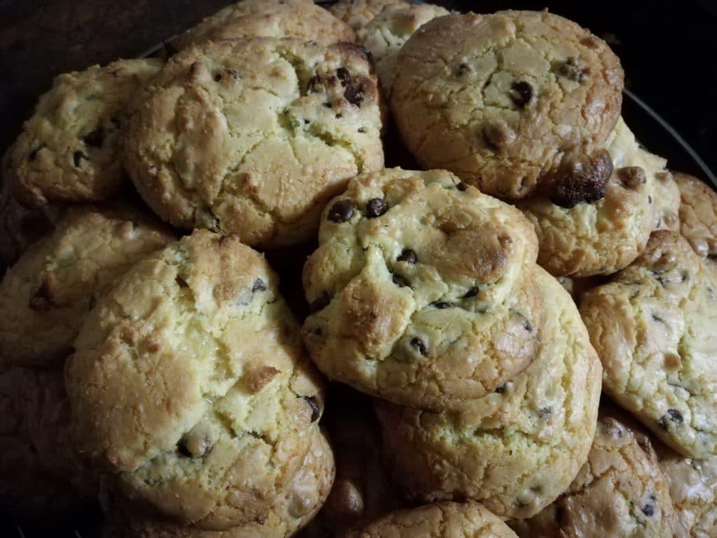 Recette des cookies moelleux aux pépites de chocolat : varient chocolat noir et chocolat blanc
