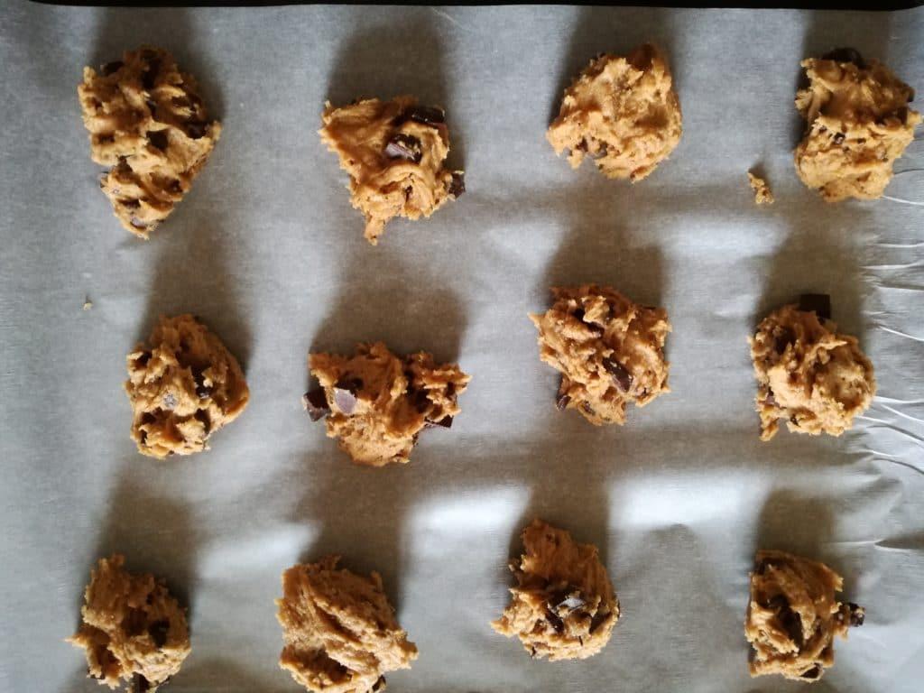 Recette des cookies moelleux aux pépites de chocolat : papier cuisson