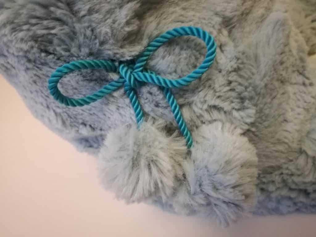 Tuto patron chaussons Lena : nœud des pompons
